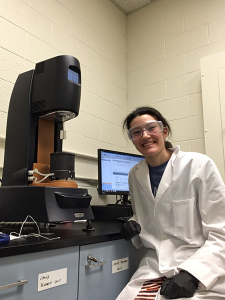 ISUR scholar Lauren Schissler conducting research in Newmark Lab.