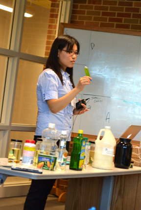 iRISE graduate student presents her lesson on algae during the summer workshop.